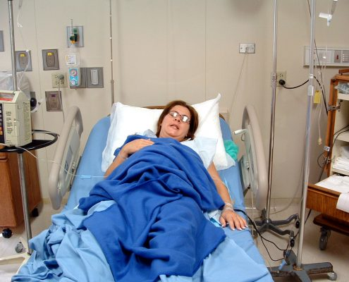 woman-at-the-hospital-1489215